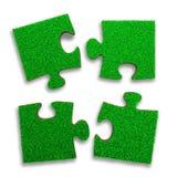 Cztery wyrzynarki łamigłówki z zieloną trawą, 3D ilustracja ilustracji