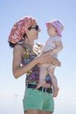 Czuły mamy i dziecka patrzeć Zdjęcie Stock