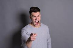 Czuciowy gniewny, wściekły mężczyzna krzyczeć głośny, Zdjęcia Stock