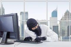 Czujny złodziej kraść informację fotografia stock