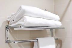 Czyścić biały ręcznika na wieszaku Obraz Royalty Free