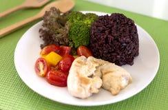 Czyści łasowanie, Czystego jedzenie, kurczak piec na grillu, warzywo i ryż, Obraz Royalty Free