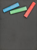 Czyści blackboard z kolorową kredą Obraz Royalty Free