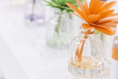 Czyści, higiena, aromatherapy, zdrój i zdrowie, Aromatyczny lotniczego freshener lotniczy freshener w szklanych słojach w postaci zdjęcie royalty free