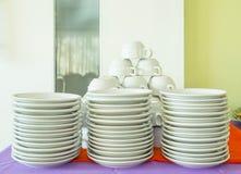 Czyści naczynie i filiżankę Obraz Royalty Free