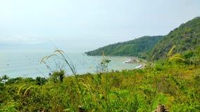Czyści plażę z wierzchu wzgórza zdjęcie royalty free
