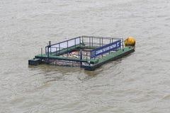 Czyści Thames rzekę Zdjęcia Stock