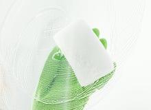 Czyści nadokienna tafla z detergentem Obrazy Royalty Free