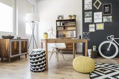 Czynnościowy mieszkanie dla kreatywnie osoby Obrazy Royalty Free