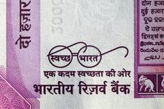 Czysta India misja - Swachh Bharat Abhiyan na dwa tysiącach rupii notatki Obrazy Stock