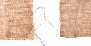 Czysta parciana tkanina być ubranym krawędzie, szczegółu zbliżenie na białym tle zdjęcia stock