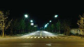 Czyste i symetryczne ulicy miasto światła na noc streat lampa Fotografia Stock