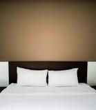 Czysty i staranny łóżko zdjęcie royalty free