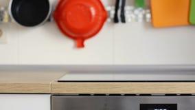 Czysty kuchenny panel z kuchenką na tle i zbiory wideo