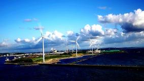 Czysty przetwarza energię od wiatrowego młynu lub turbiny gospodarstwa rolne Japonia lub zbiory wideo