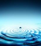 Czysty wody kropli chełbotanie Fotografia Royalty Free