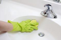czyszczenie zlewem łazienki Obraz Stock