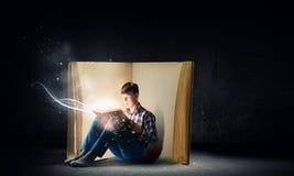 Czytać i wyobraźnia Zdjęcia Stock