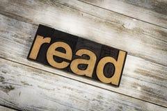Czyta Letterpress słowo na Drewnianym tle obrazy stock