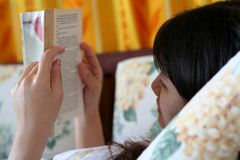 czytanie książki Zdjęcie Royalty Free