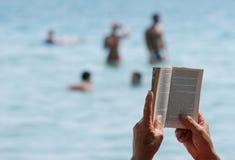 czytanie książki Obraz Stock