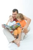 czytanie ojca. Zdjęcie Stock