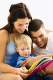 czytanie rodziny Zdjęcia Royalty Free