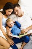 czytanie rodziny Obrazy Royalty Free