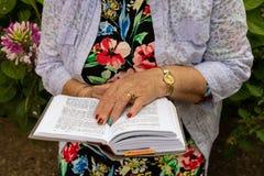 Czytelnicza Żydowska Modlitewna książka zdjęcia royalty free
