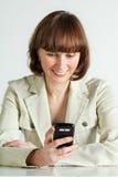 Czytelnicza kobiety wiadomość obraz stock