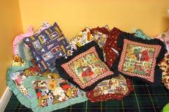Czytelnicza przestrzeń dla młode dziecko Comfy poduszek Obraz Royalty Free