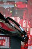 Czytelniczy szkła na elektronika kartach zdjęcia royalty free