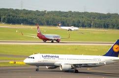 DÃ ¼ sseldorf lotnisko - pas startowy Obraz Royalty Free