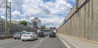 Décarie motorväg Arkivbild