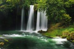 DÃ ¼ Höhle Wasserfall Stockfotos