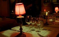 Dîner del ristorante della lampada romantico immagini stock