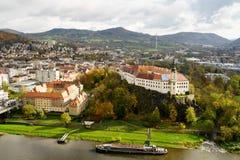 DÄ-› Ä  Ãn-Chateau über dem Fluss Elbe Lizenzfreie Stockfotografie