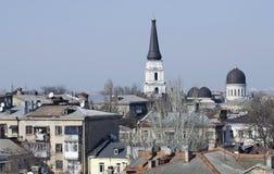Dächer des alten Stadtzentrums von Odessa mit christlicher Kathedrale Stockbilder