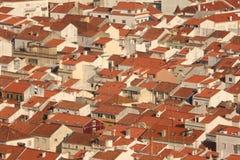 Dächer in einem Dorf Stockfotos
