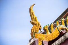 Dächer von Phrabuddhabat-Tempel Lizenzfreie Stockfotos