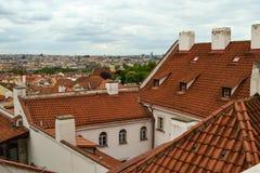 Dächer von Prag lizenzfreie stockfotos