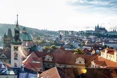 Dächer von Prag stockbild