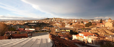 Dächer von Tiflis Stockbild