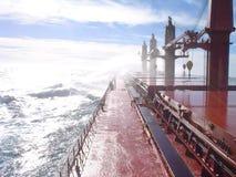 Däck av en ship i en storm royaltyfri foto