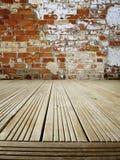 Däcka och väggen Arkivbild