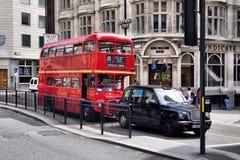 Däckaren för klassikerroutemasterdubblett bussar Royaltyfria Foton
