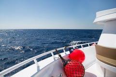 Däcket av skeppet som svävar i havet Royaltyfri Fotografi