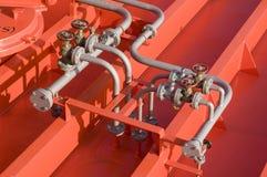 däcket pipes tankfartyget Royaltyfri Foto