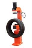 Däckmonteringsmaskin Fotografering för Bildbyråer