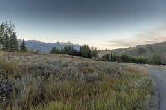 Dämmerung über dem großartigen Tetons von der Frühlings-Nebenfluss-Ranch Jackson lizenzfreie stockbilder